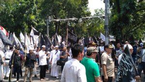 Massa Aksi Bela Tauhid Penuhi Badan Jalan Medan Merdeka
