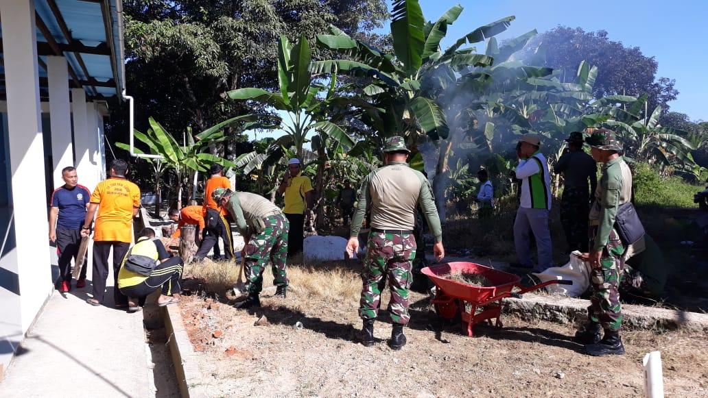 Sambut Ramadhan, Kodim 0319/Mentawai Bersama Masyarakat Goro Bersihkan Mesjid