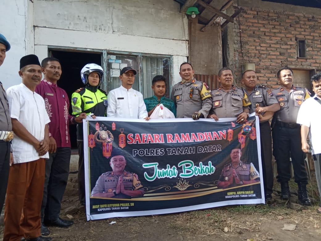 Safari Ramadhan, Polres Tanah Datar Berikan Sembako Kepada Warga Kurang Mampu