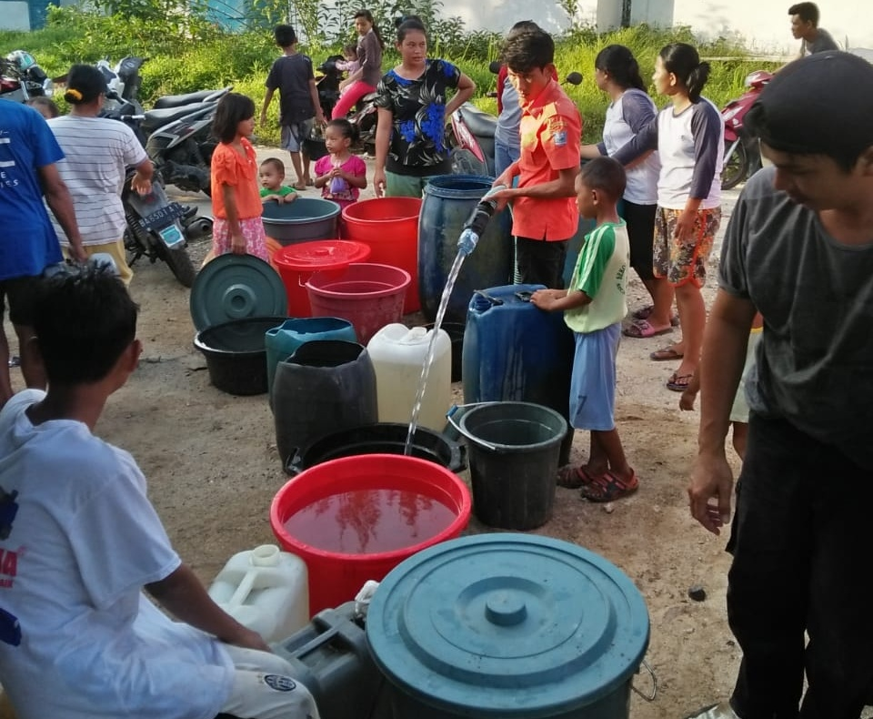 Dampak Kemarau, BPBD Mentawai Salurkan Air Bersih Kepada Masyarakat