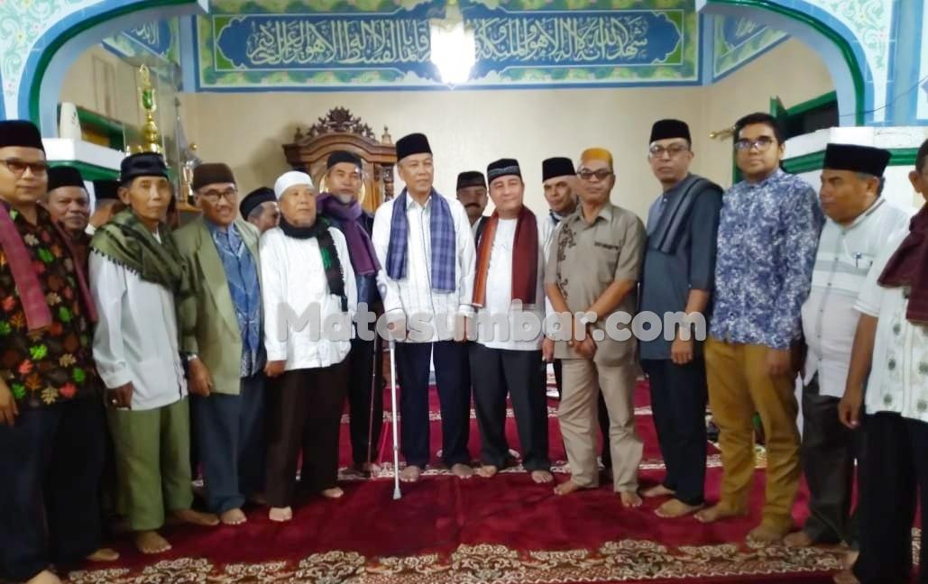 Bupati Tanah Datar Bantu Biaya Pembangunan Masjid Babussalam Nagari Pasie Laweh