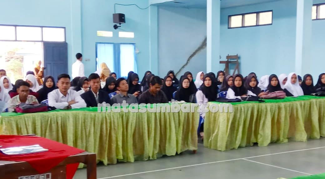 Wali Nagari Lubuk Tarok Terima Mahasiswa KKN IAIN Batusangkar