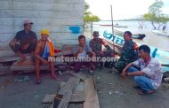 Babinsa Siberut Bangun Komunikasi Sosial Dengan Masyarakat Nelayan