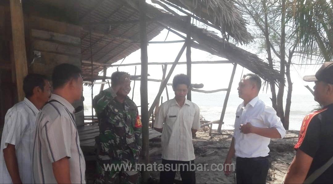 Delapan Rumah Warga Pesisir Pantai Sikabaluan Rusak Terkena Abrasi