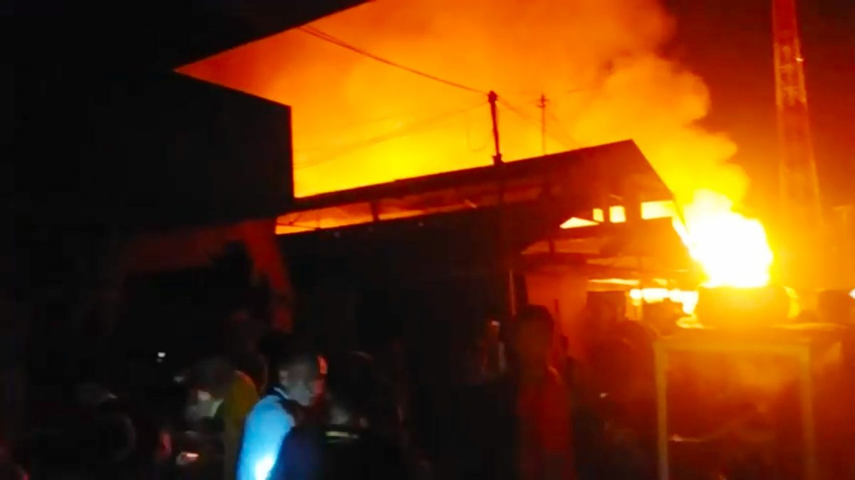 Kebakaran Hebat Melanda Pasar Lubuk Alung Padang Pariaman