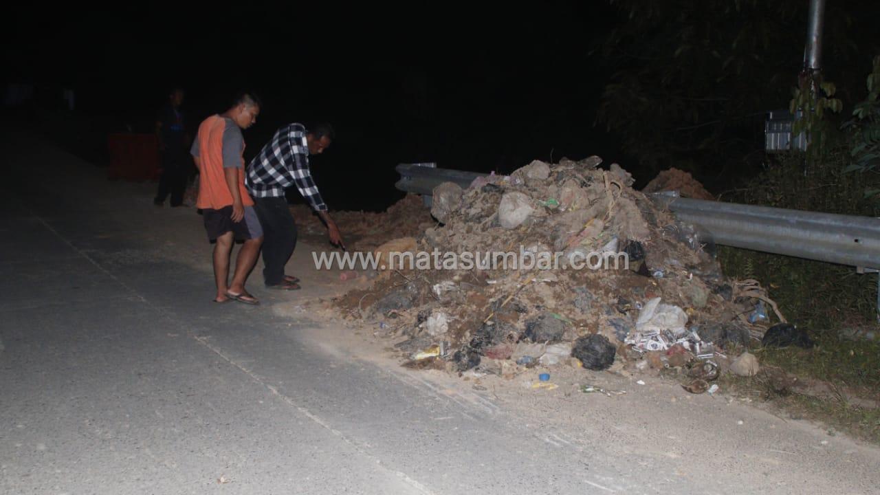Akibat Tumpukan Tanah Jalan Terban di Km. 3,5 Tuapejat Menelan Korban Kecelakaan