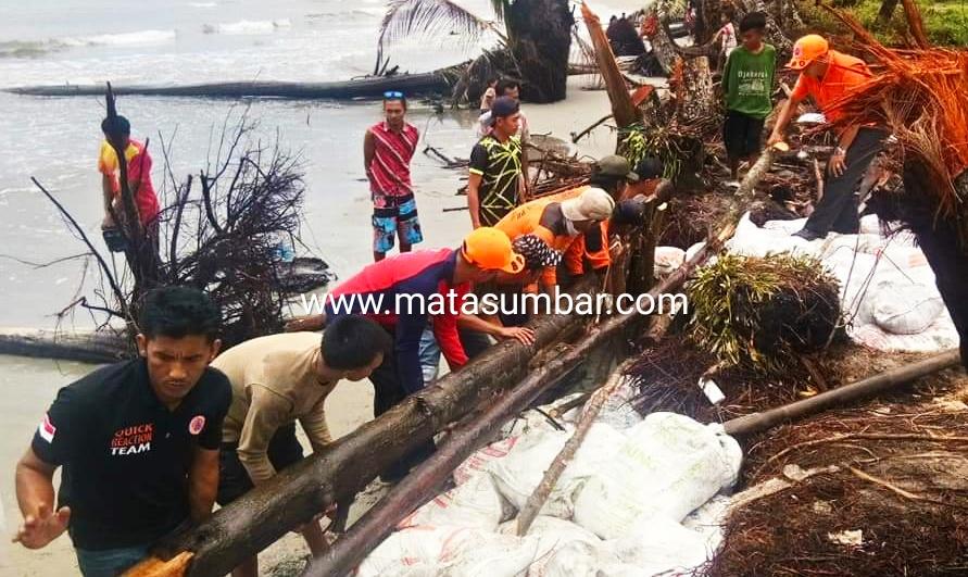 Pasca Abrasi di Matobe Sipora, BPBD Mentawai Pasang Tanggul Sementara