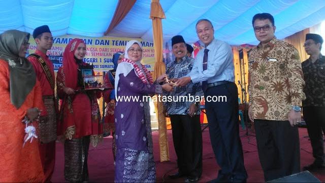 KLIA Negeri Sembilan Malaysia Kunjungi SMA 1 Sungai Tarab