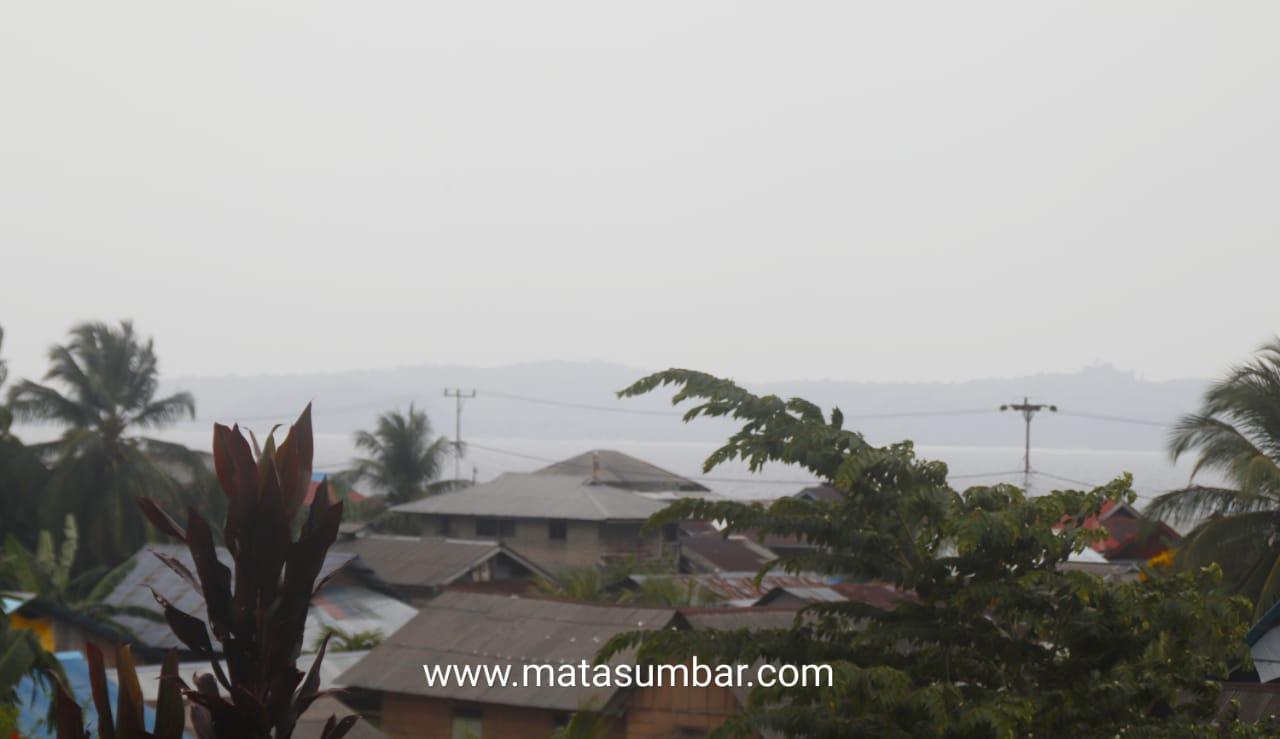 Kondisi Kabut Asap Kiriman di Wilayah Mentawai Semakin Menebal
