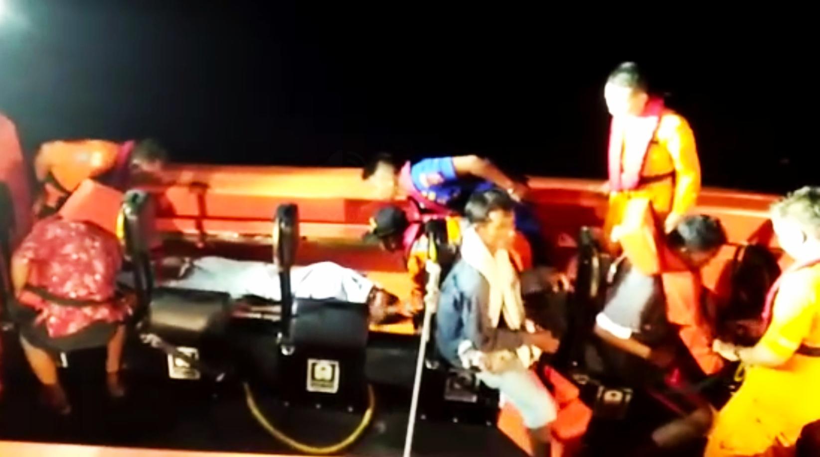 Tim SAR Gabungan Berhasil Evakuasi Tiga Nelayan Yang di Hantam Ombak