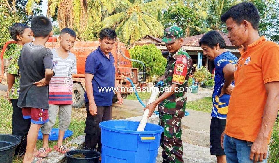 Musim Kemarau, Kodim 0319/Mentawai Bersama BPBD Salurkan Air Bersih