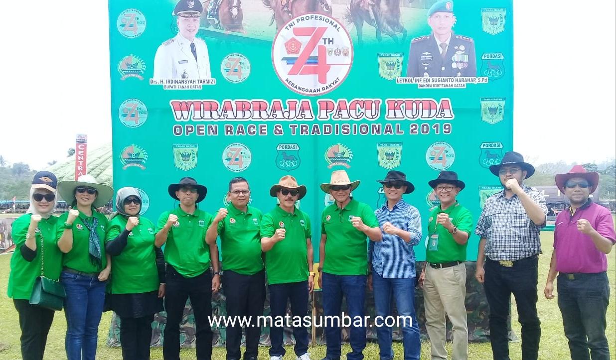 HUT TNI Ke-74, Kodim Tanah Datar Selenggarakan Alek Nagari Pacu Kuda Tradisional