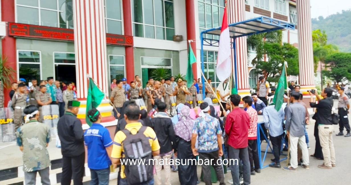 Aksi Demo, Mahasiswa Menilai Bupati Pessel Gagal Pimpin Daerah
