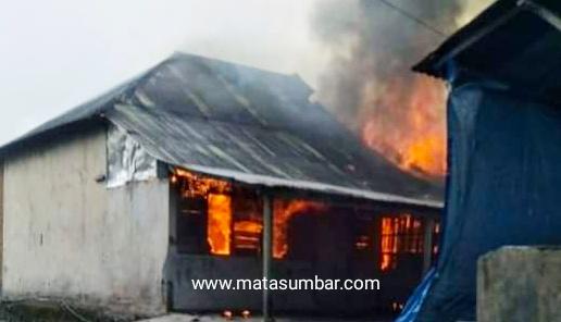 Komplek Perumahan Brimob Padang Panjang Hangus Terbakar