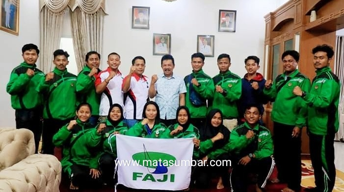 Berlaga di Pra PON, Wakil Walikota Padang Panjang Lepas Beberapa Atlet Cabor