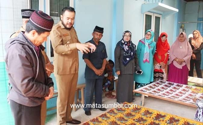 Wako Fadly Apresiasi Motif Batik Pengrajin Kelurahan Koto Panjang