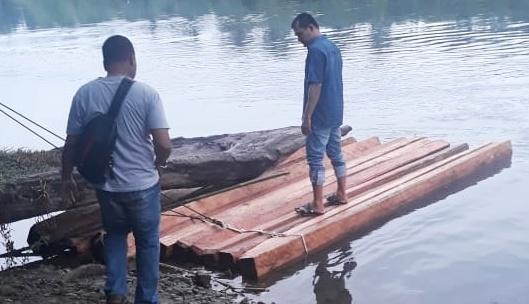 Kayu Tanpa Pemilik di Tepi Batang Sungai Air Haji di Amankan Polres Pessel, Diduga Kayu Ilegal