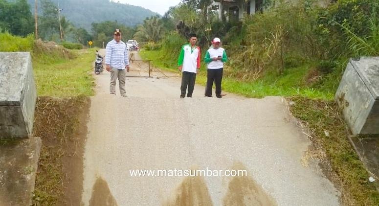 Akses Jalan di Solsel Terputus, Anggota DPRD Fraksi Partai PKB Mukhlis Turun ke Lokasi