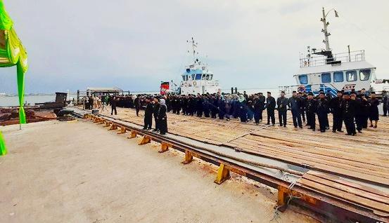 Luar Biasa, Pejabat Pemkot Probolinggo di Lantik di Atas Kapal Tongkang
