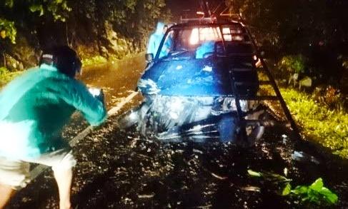 Longsor di Bukit Lampu, Satu Unit Mobil Rusak Parah dan Tiga Orang Kritis