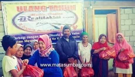 Hut Realitakini.com Berbagi Sembako Dengan Kaum Dhuafa dan Anak Yatim