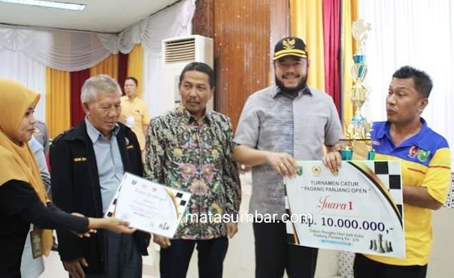 Gelar Olahraga Catur Tingkat Nasional, Fadly Amran Apresiasi Percasi Kota Padang Panjang