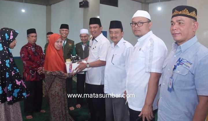 Baznas Kota Padang Panjang Salurkan Zakat Tahap Akhir