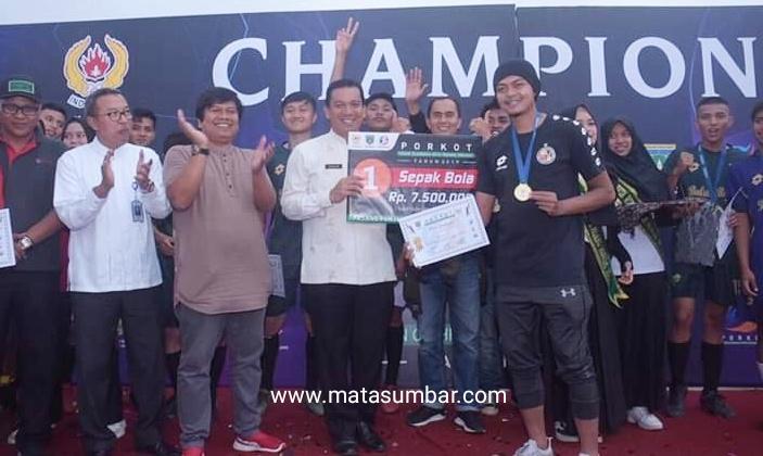 Kelurahan Balai Balai Berhasil Keluar Juara Sepak Bola Porkot Padang Panjang
