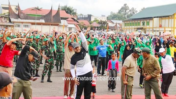 Ribuan Masyarakat Meriahkan Jalan Sehat Hari Juang TNI-AD dan HAB di Bancah Laweh