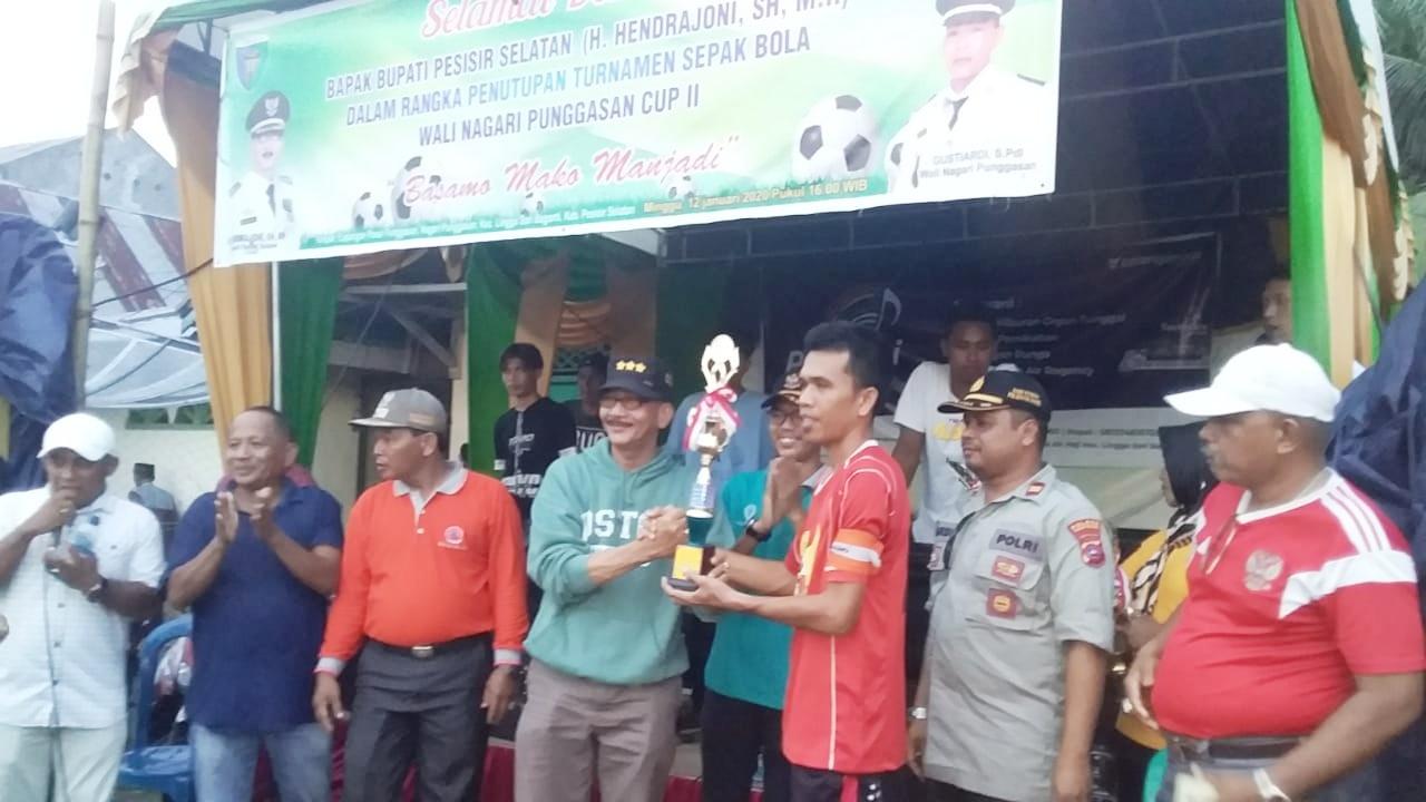 Turnamen Wali Nagari Punggasan Cup II Resmi di Tutup Bupati Pessel, PS Postar Keluar Juara I