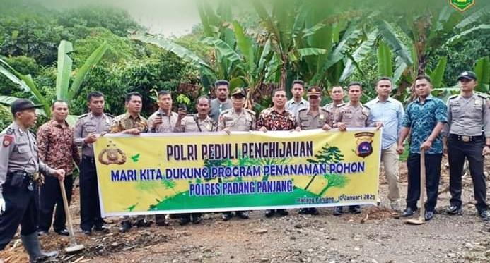 Program Polri Peduli Penghijauan, Polres Padang Panjang Tanam 2500 Bibit Pohon