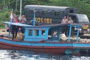 Melihat Petugas Pol Airud Polres Pessel Razia, Nelayan Ceburkan Diri Kelaut