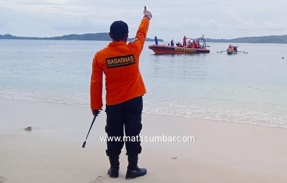 Tim Gabungan Basaranas Mentawai Berhasil Evakuasi Perahu Nelayan Mati Mesin