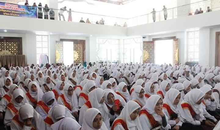 Perdana, 864 Siswa-Siswi Madrasah Se-Kota Padang Panjang Wisuda Tahfidz