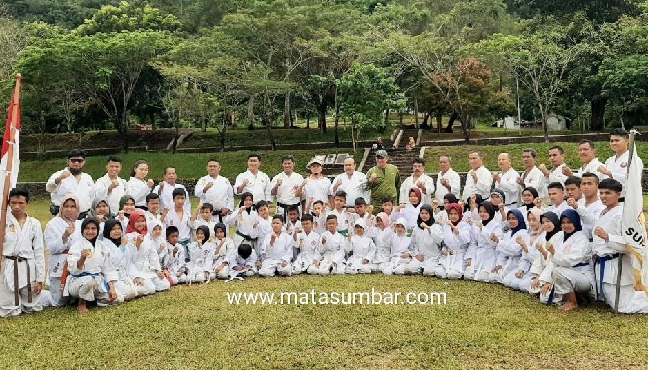 Perkuat Hubungan Sesama Karateka, INKADO Gelar Latihan Bersama di Lapangan Bumi Perkemahan Pagaruyung