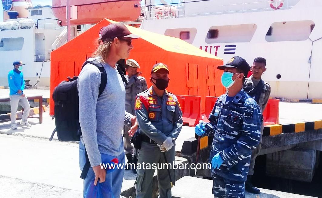 Lolos ke Mentawai, Tim Gugus Tugas Berangkatkan Kembali Wisatawan Asing
