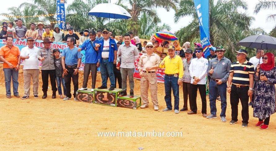 Perdana, Kejuaraan Motorcross Piala Bupati Pasbar Berjalan Sukses