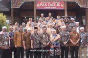 Rombongan Jamaah Umroh Serambi Mekah Tiba di Kota Padang Panjang