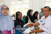 HUT ke 58 Bank Nagari, 50 Orang Keluarga Miskin di Padang Panjang Terima Bantuan Sembako