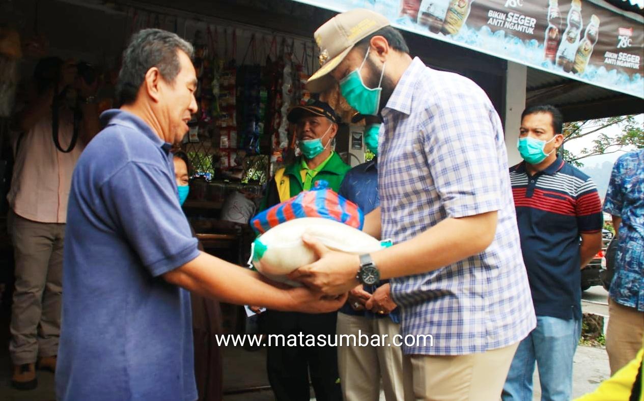 Pemko Padang Panjang Salurkan 3.480 Paket Sembako Kepada Masyarakat