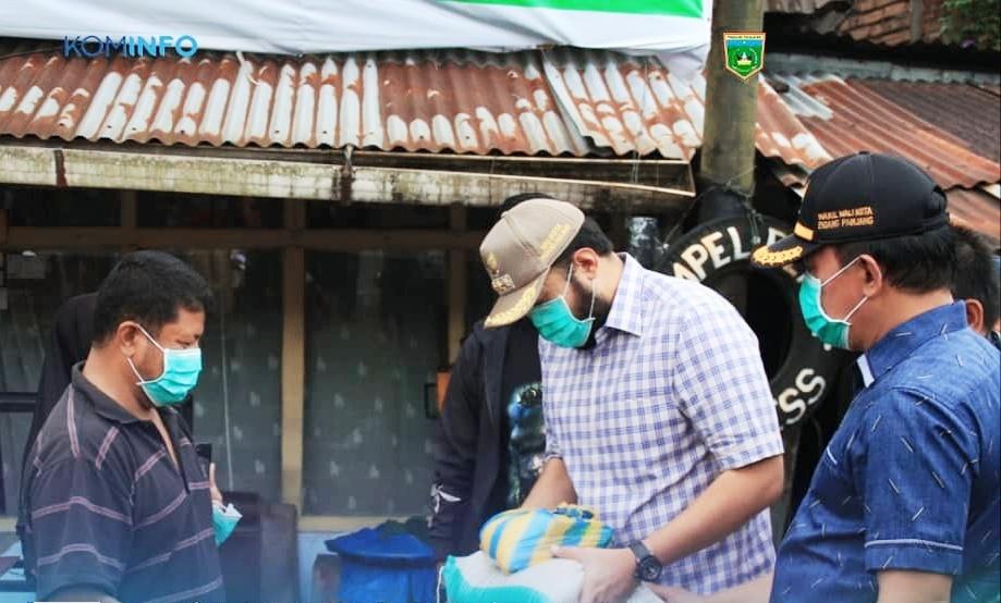 Pemko Padang Panjang Kembali Salurkan Bantuan Sembako Kepada Warga
