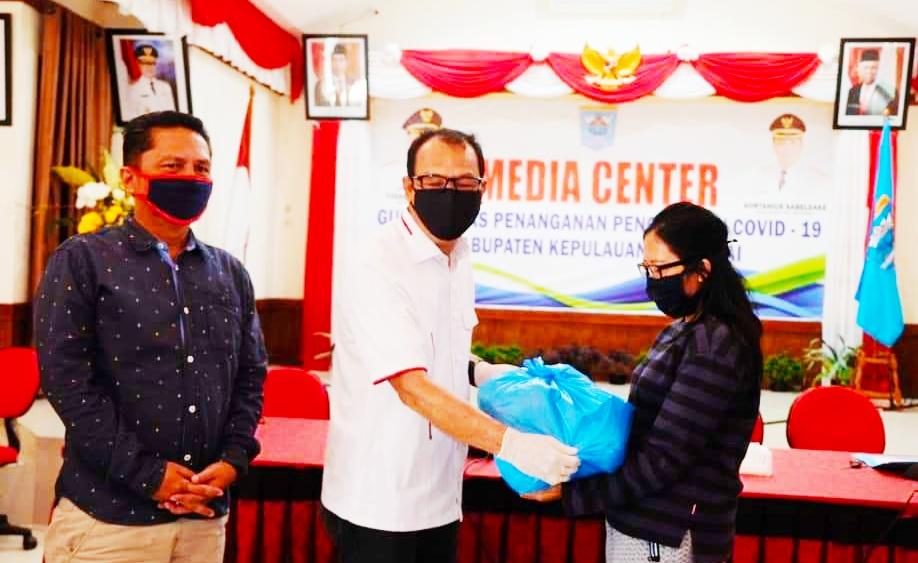 Peduli Wartawan, Pemkab Mentawai Berbagi Paket Sembako