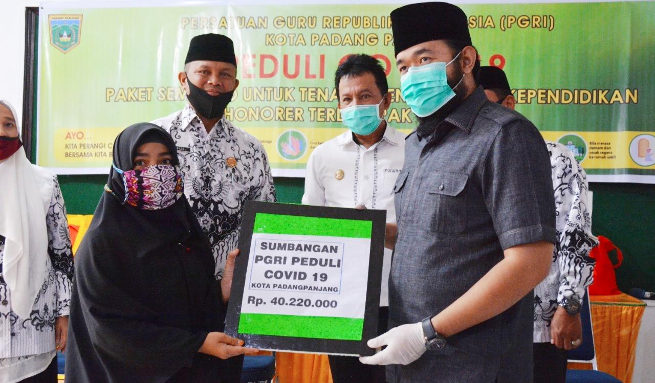 Bantu Guru Honorer, PGRI Peduli Covid-19 Salurkan 181 Paket Sembako
