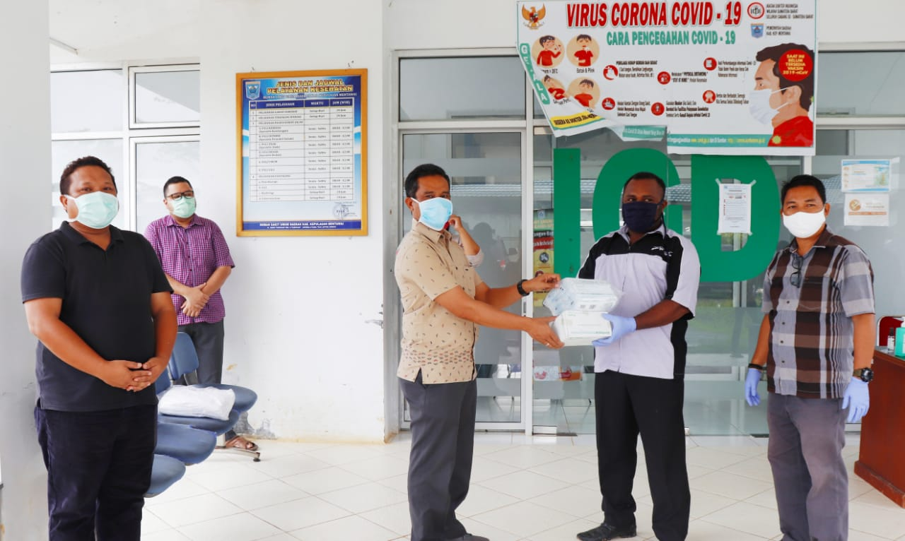 Yayasan Kaum Mentawai Serahkan Bantuan APD Untuk Tim Medis RSUD