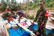 Meski Sulit Dijangkau, Danramil 02/Siberut Pastikan Bantuan Sampai di Pemukiman Warga