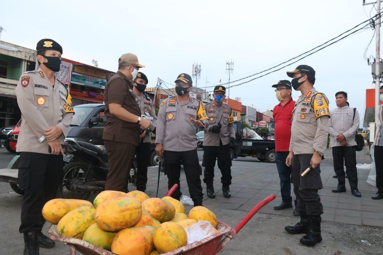 Jelang New Normal, Kapolda Sumbar dan Wakapolda Lakukan Pengecekan di Pasar Raya Padang