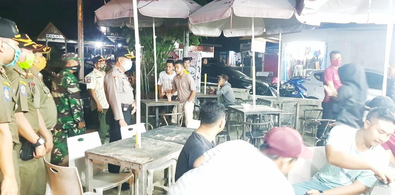 PSBB Tahap II di Pasbar, Petugas Gabungan Bubarkan Masyarakat Sedang Berkumpul