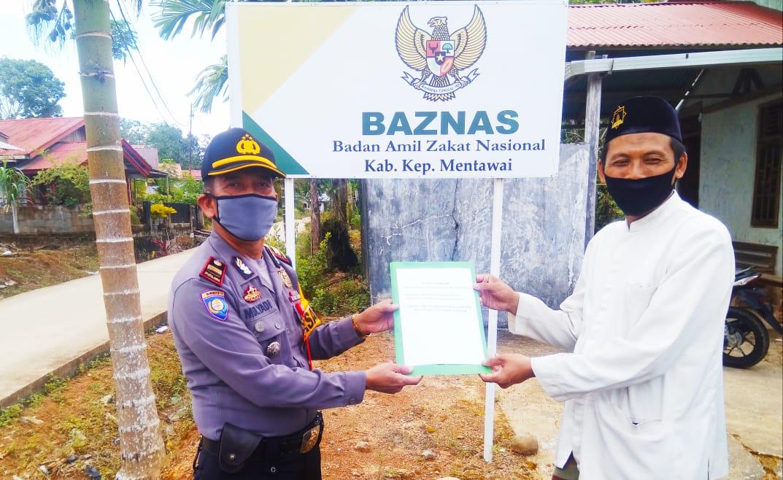 Jelang Idul Fitri, Polres Mentawai Serahkan Zakat Fitrah Personel Melalui Baznas