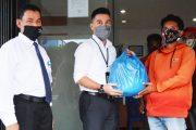 Bantu Masyarakat Terdampak, Bank Syariah Salurkan 100 Paket Sembako