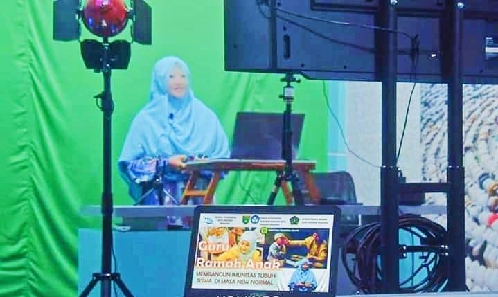 Masa Normal Baru, Dewan Pendidikan Kota Padang Panjang Gelar Training Para Guru Melalui YouTube Livestreaming